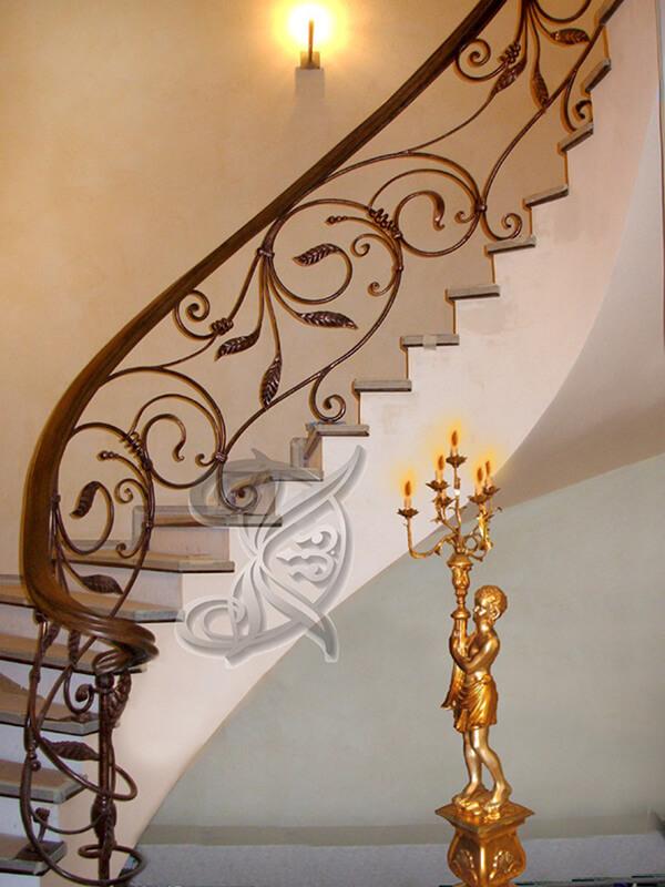 Красивая кованая лестница